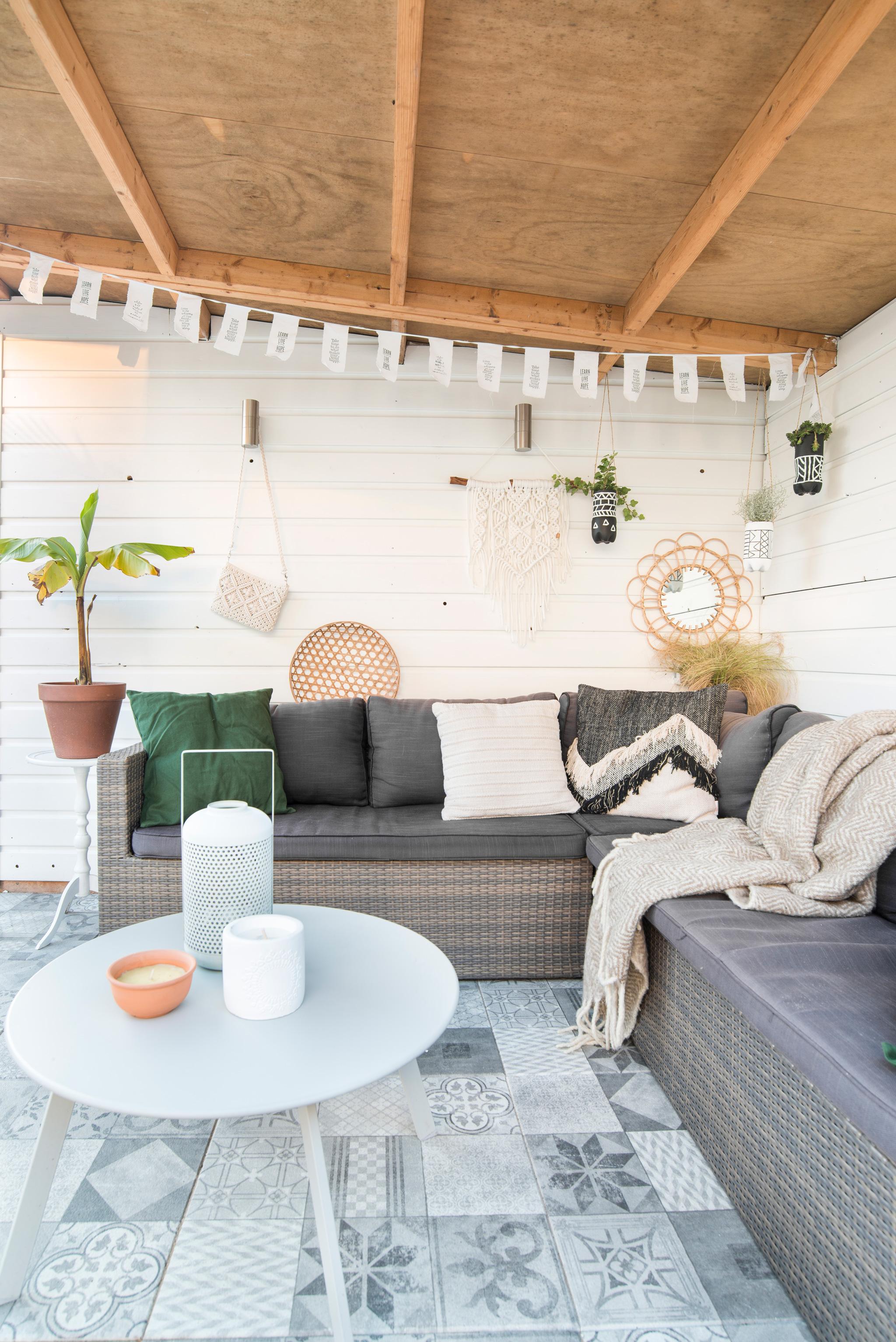 veranda portugese tegels intratuin overkapping tuin garden