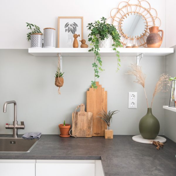 keuken ikea kitchen design woodenamsterdam serveerplank servingtray betonlook rotan spiegel planten